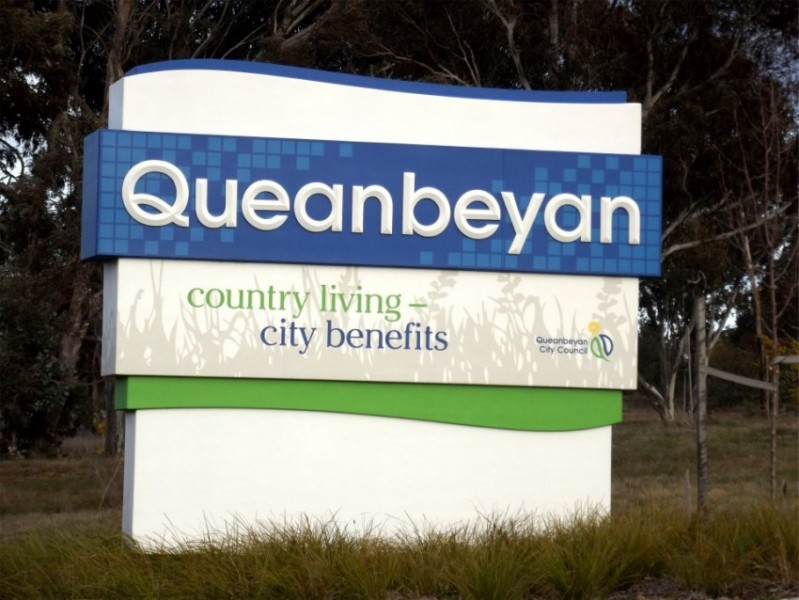 queanbeyan city signage