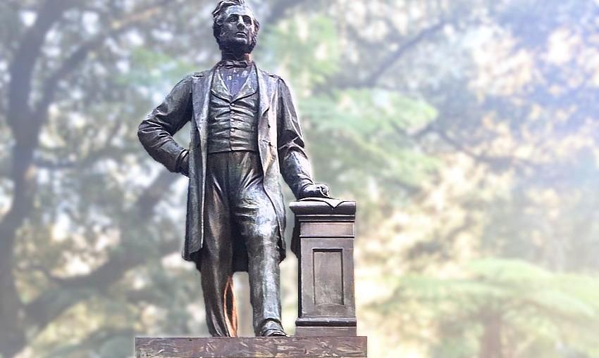 Thomas Sutcliffe MORT statue