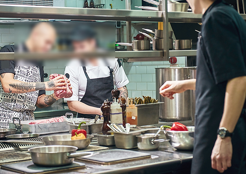 restaurant-staff-blurred-by-Sidenikov