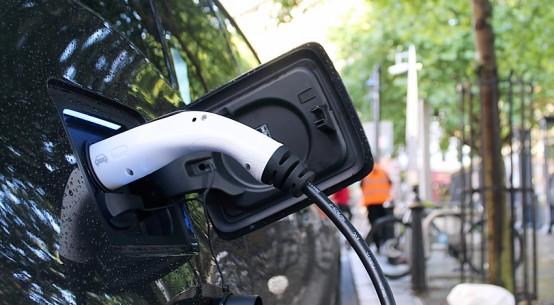 electric-vehicle_UNSPLASH_andrew_roberts