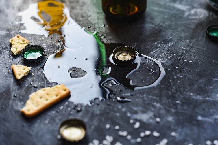alcohol-abuse-ANSHU-A-unsplash
