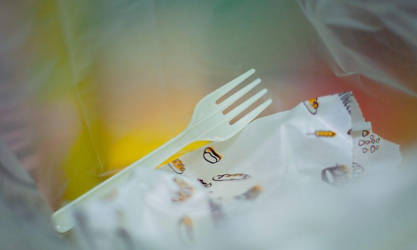 single-use-cutlery-Photo by 岁月 如歌 on Unsplash